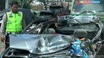 Ngeri! Penampakan Mobil Ringsek Usai Kecelakaan Maut di Pasuruan