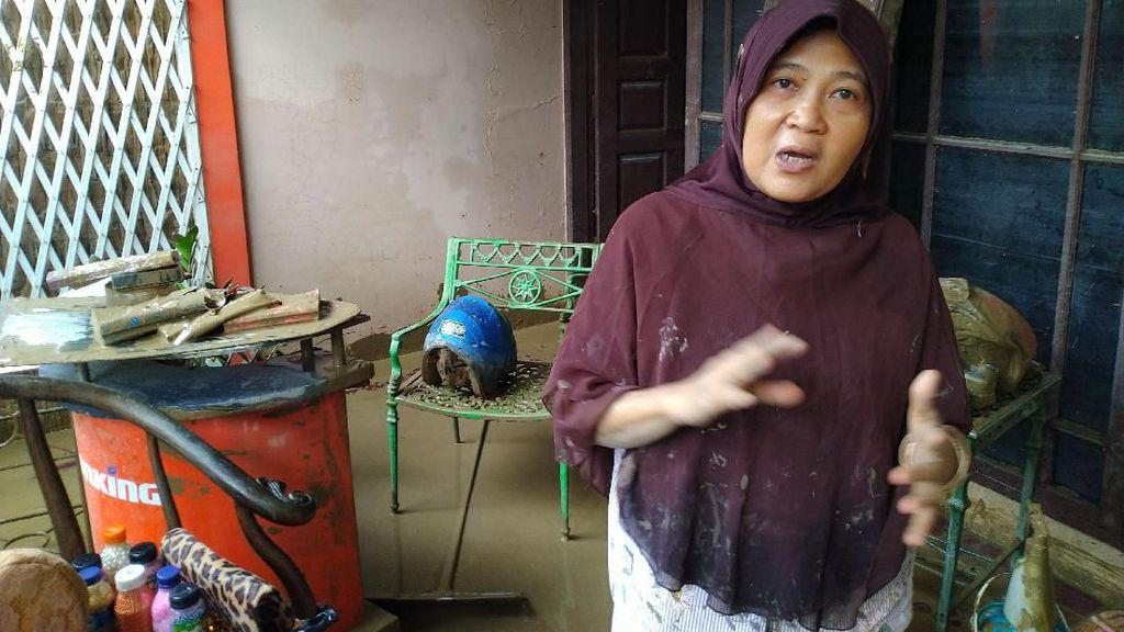Pilu Warga Nusa Indah Bogor Belasan Jam Kedinginan Bertahan Diterjang Banjir