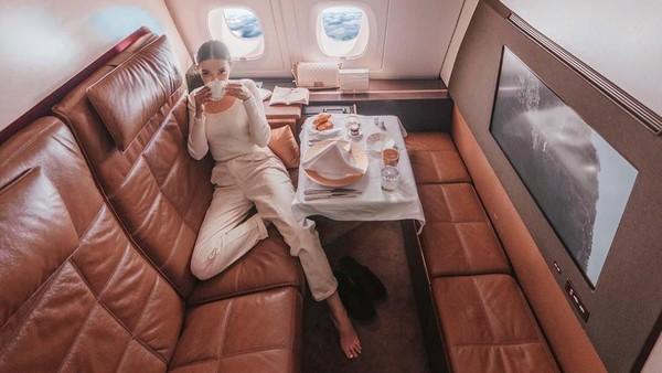 Salah satu posting berbayar yang di-posting oleh si jelita Tara dalam salah satu aktivitasnya ketika terbang dari Abu Dhabi. (Foto: Instagram @taramilktea)
