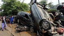Tak Mau Ambil Risiko, Pedagang Tolak Mobil yang Terendam Banjir