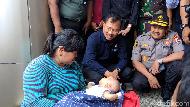 Menkes Soroti Sanitasi Pengungsian Korban Banjir Cipinang Melayu