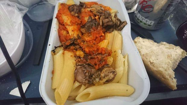 Penumpang Keracunan Makanan Pesawat, Gara-gara Pasta & Sandwich