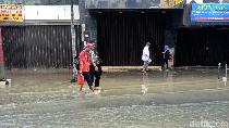 Banjir Setinggi Betis di Pasar Baru Jakpus Mulai Surut