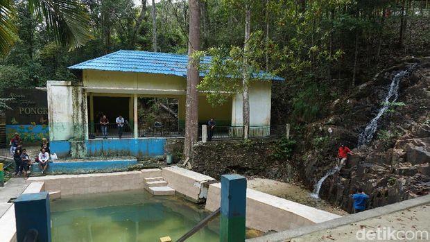 Air Terjun Mungil di Pulau Kecil Karimunbesar