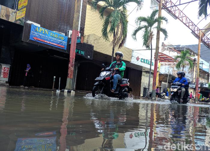 Foto: Banjir di Pasar Baru surut.