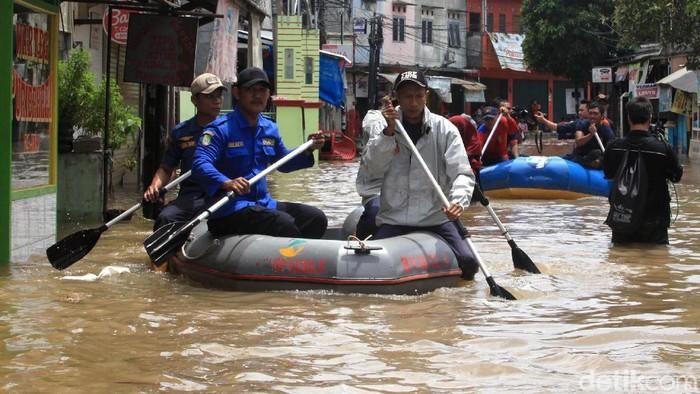 Korban banjir banyak terserang hipotermia (Foto: Ari Saputra)