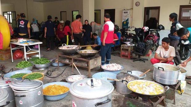 Penampakan dapur umum PMI Jaktim.