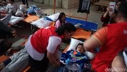 Hipoglikemi, Korban Banjir Bekasi Banyak yang Syok dan Pingsan