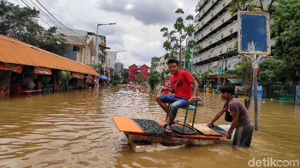 #banjir2020 Awet Trending Terpopuler di Medsos