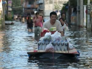 Ikuti 5 Tips Menjaga Keamanan Makanan dan Air Bersih Ini Saat Banjir