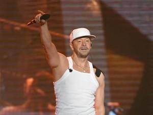 Tahun Baru 2020, Donnie Wahlberg Beri Tip Pelayan Resto Rp 28 Juta