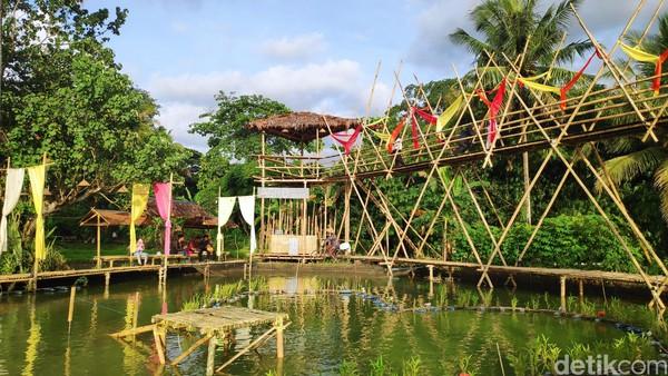 Di dalam agrowisata Bonto Labbudengan luas 30 meter persegi itu, terdapat bangunan jembatan setinggi empat meter untuk dijadikan sebagai tempat berswafoto dan menikmati matahari terbenam (Foto: Moehammad Bakrie/detikcom)