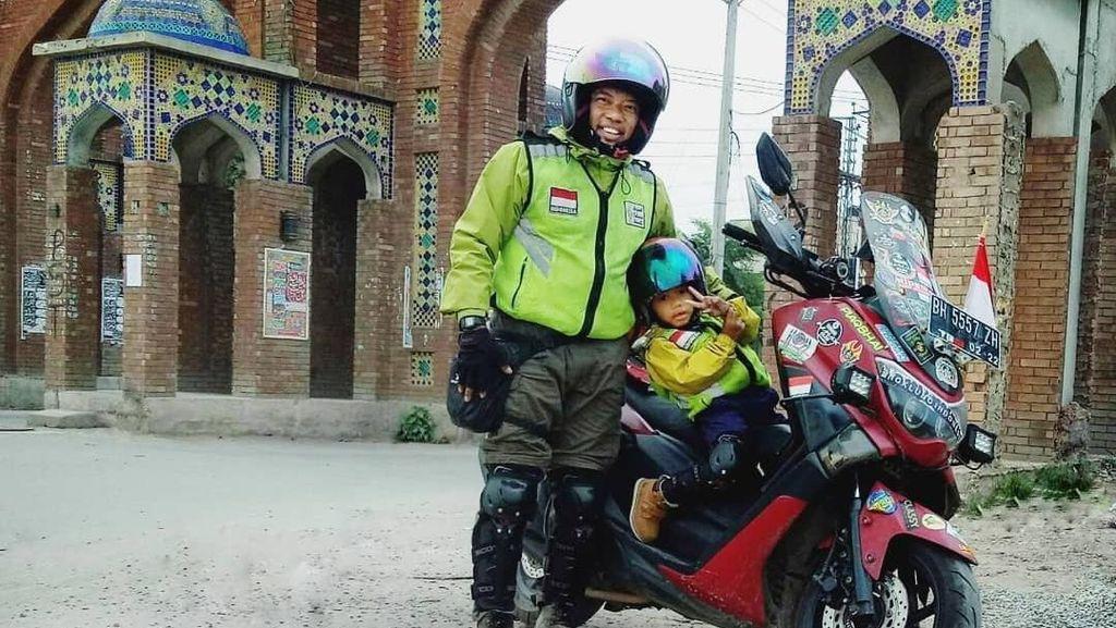 Rider Jambi Naik Motor ke Mekkah, BMW Hanyut Terbawa Banjir