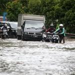 8 Tips Aman Motor Menerobos Banjir