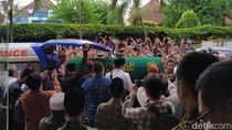Momen Jenazah Yunahar Ilyas Diberangkatkan ke Masjid Kauman