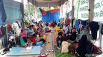 Halte TransJakarta Jadi Sasaran Tempat Mengungsi Korban Banjir