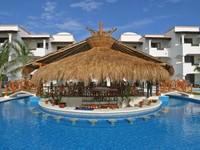Seperti namanya, Hidden Beach Resort adalah penginapan nudis yang terpencil. Penginapan ini menawarkan 42 suite pantai khusus orang dewasa. Kegiatan berjemur, makan di restoran, berenang dilakukan dalam keadaan telanjang. (Trivago)