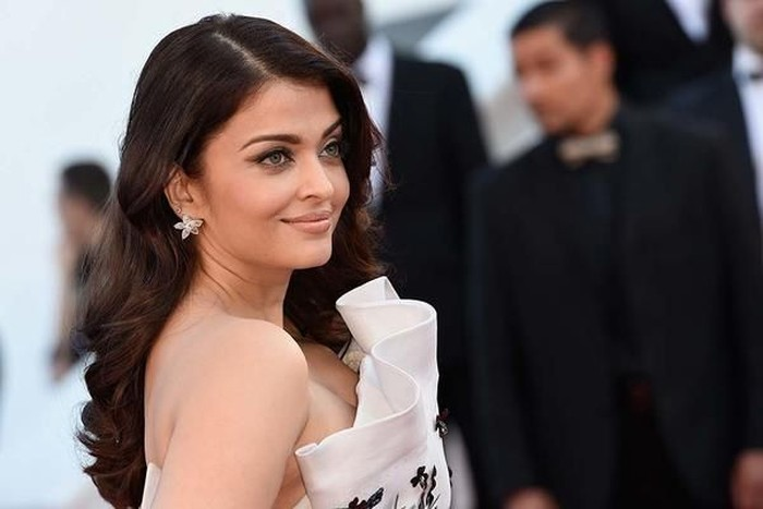 Indian actress Aishwarya Rai poses as she arrives for the screening of the film