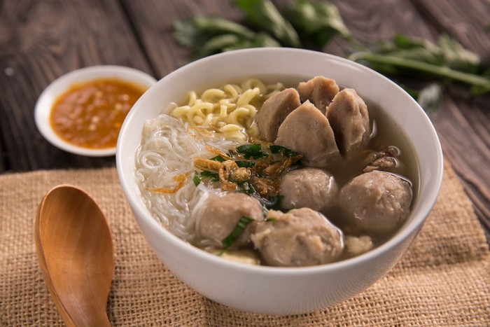 bakso. indonesian meatball served with soup and noodlen