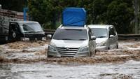 Hiks! Jual Mobil Bekas Banjir Harganya Turun Puluhan Juta