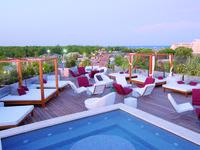 Inilah resor alami terbesar di Eropa, Hotel OzInn. Meskipun berkonsep nudis, penginapan ini menawarkan fasilitas yang private. (Trivago)