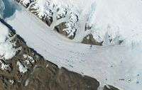 Permukaan tanah kutub semakin lebar karena mencairnya es