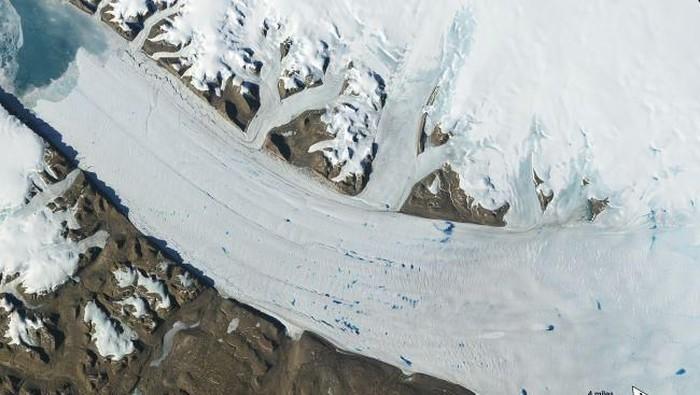 Lapisan es di Kutub mencair lebih cepat