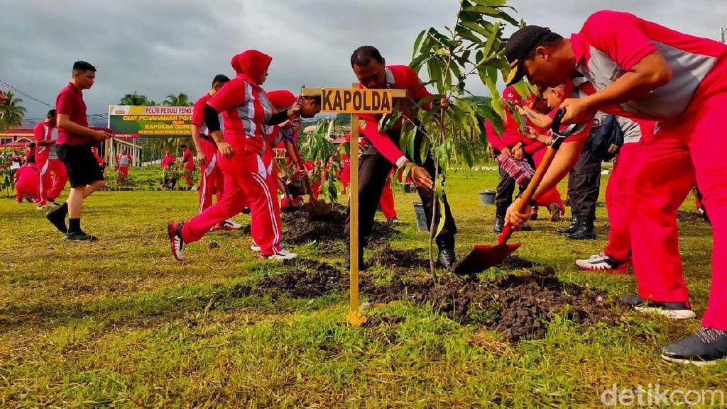 Aktifkan Gerakan Penghijauan, Polda Gorontalo Tanam Seribu Pohon