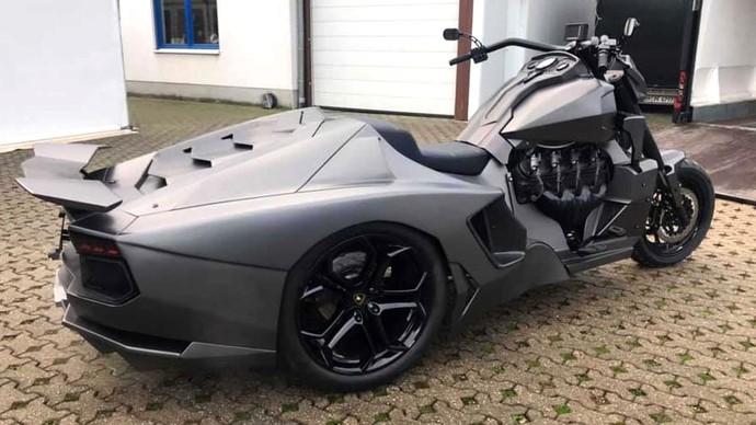 Kerennya Kebangetan! Depan Moge Belakang Lamborghini