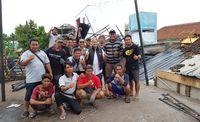 Irfan Hakim mengunjugi objek wisata air Umbul Ponggok, Klaten yang diterjang lisus. (Achmad Syauqi/ detikcom)