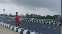 Bocah yang Viral Sepedaan di Median Exit Tol Pekalongan Ngaku Iseng