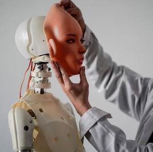Ilmuwan: Menikah dengan Robot Nantinya Akan Dianggap Normal