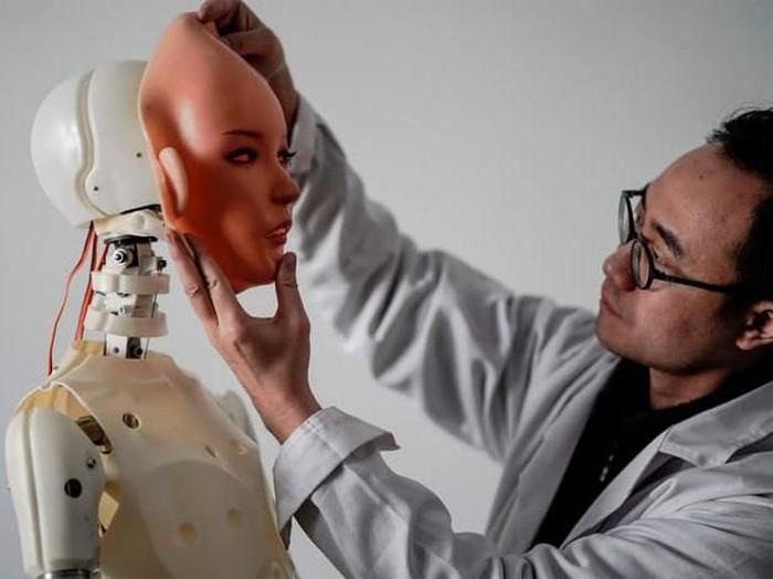 China menjadi salah satu negara penghasil robot seks di dunia. Begini cara mereka membuatnya.