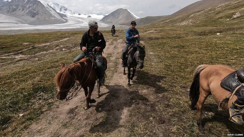 Ayah dan berkeliling Mongolia (Foto: Dok. Jamie Clarke/BBC)