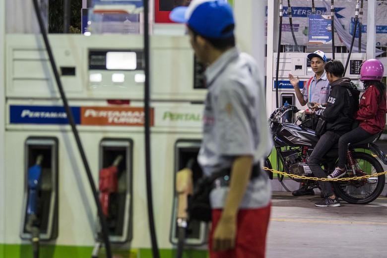 PT Pertamina (Persero) menurunkan harga BBM. Penurunan ini berlaku mulai Minggu 5 Januari 2020 pukul 00.00 waktu setempat.
