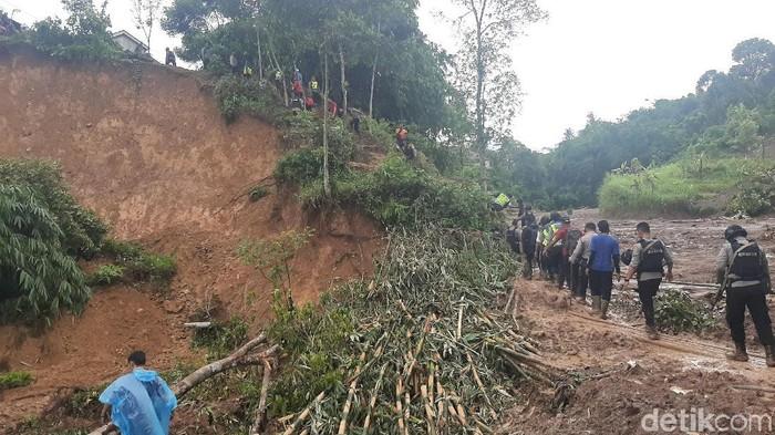 Longsor di Desa di Sukajaya, Bogor (Farhan/detikcom)