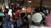 Warga Desa Riso, Kecamatan Tapango, Kabupaten Polewali Mandar menggelar tradisi yang biasanya berlangsung di rumah Tomakaka (Ketua Adat). (Abdy Febriady/detikcom)