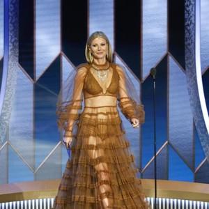 Foto: Deretan Artis Berbusana Terburuk di Golden Globes 2020