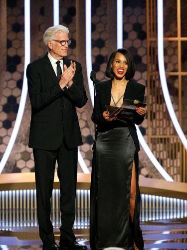 Busana Berisiko Kerry Washinton di Golden Globes, Pakai Blazer Tanpa Bra