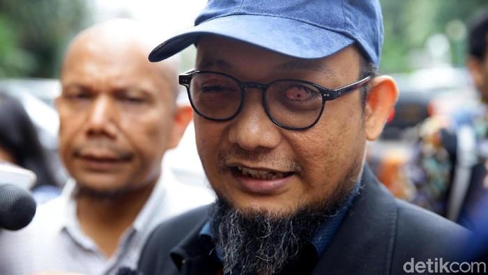 Penyidik KPK Novel Baswedan tiba di Polda Metro Jaya. Ia akan diperiksa sebagai korban penyerangan air keras.
