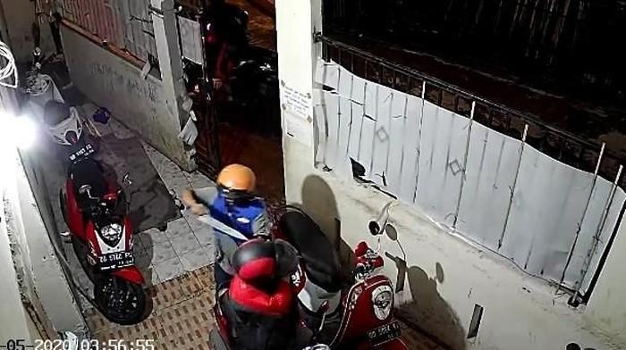 DOK. ISTIMEWA/ Tangkapan layar pencuri berparang di Makassar