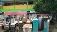 Banjir Rusak Buku-Komputer Sekolah di Vila Nusa Indah Bogor
