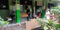 Guru SDN di Jakut Bagi Tugas Bersihkan Ruangan-Mengajar Usai Banjir