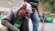 Nyaris Diterkam, Warga di Donggala Tebas Ular Piton 5 Meter