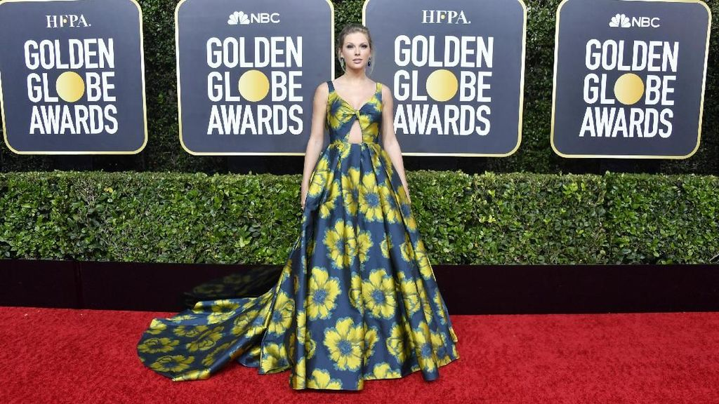 Pose Para Selebriti di Red Carpet Golden Globe Awards 2020