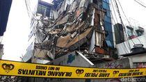 Pemprov DKI Duga Gedung Ambruk di Slipi karena Konstruksi Terlalu Rapuh