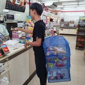 Kantong Plastik Dilarang, Begini Kocaknya Orang-orang Thailand Bawa Belanjaan