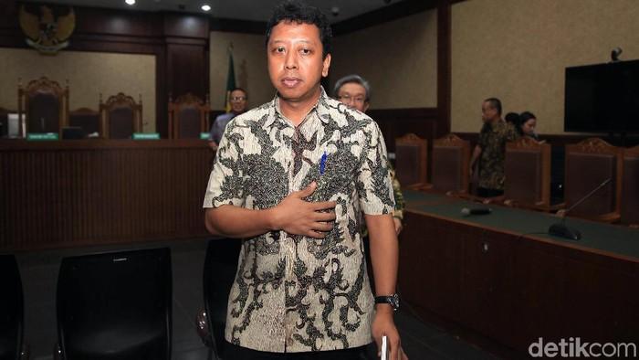 Eks Ketum PPP Romahurmuziy jalani sidang tuntutan soal kasus jual-beli jabatan di Kementerian Agama. Ia dituntut 4 tahun bui dan pencabutan hak politik 5 tahun.