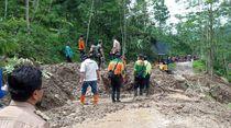 Longsor Tutup Jalan di Banjarnegara, Pelajar Terpaksa Libur Sekolah