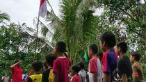 Upacara Bendera Siswa SD di Lokasi Penampungan Sementara